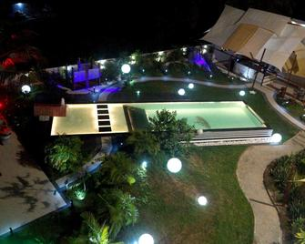 Red Mango Apartment Hotel - Takoradi - Pool