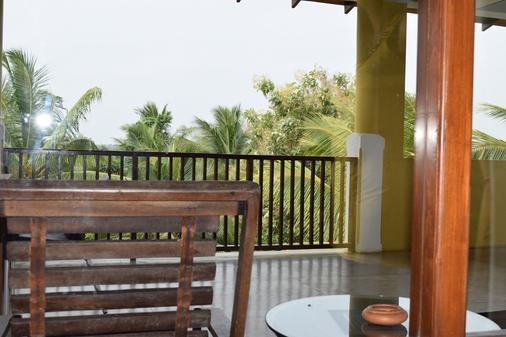 The Coconut Garden Hotel & Restaurant - Tissamaharama - Parveke