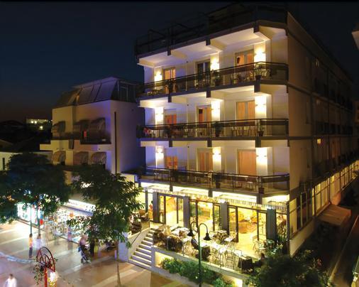 โรงแรมเมเจอร์ - กัตตอลิก้า - อาคาร