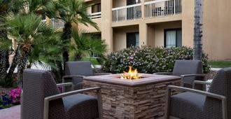 Courtyard by Marriott Palm Springs - Palm Springs - Patio
