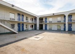 Motel 6 Decatur - Decatur - Rakennus
