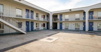 Motel 6 Decatur - Decatur - Edificio