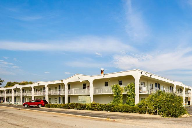 Motel 6 Decatur - Decatur - Building