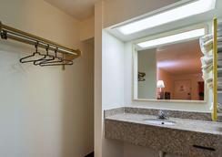 Motel 6 Decatur - Decatur - Bathroom