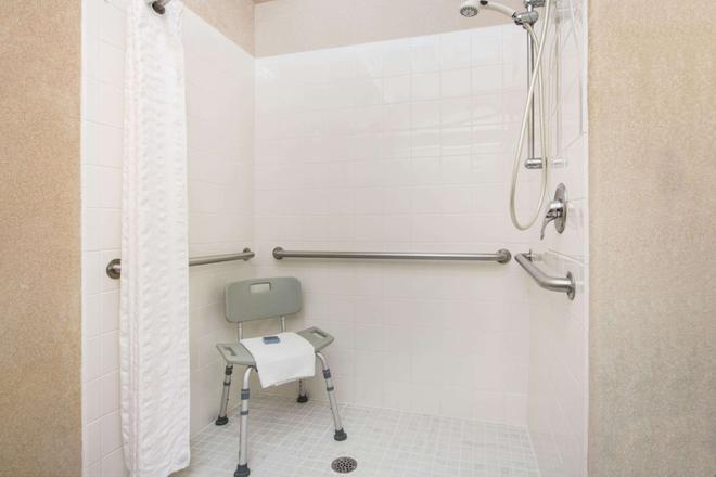 Hawthorn Suites by Wyndham El Paso Airport - El Paso - Bathroom