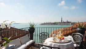 Hotel Metropole Venezia - Venice - Balcony