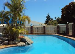 Palm Valley Motel and Self-contained Holiday Units - Gladstone - Piscina