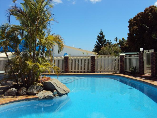 Palm Valley Motel and Self-contained Holiday Units - Gladstone - Pool