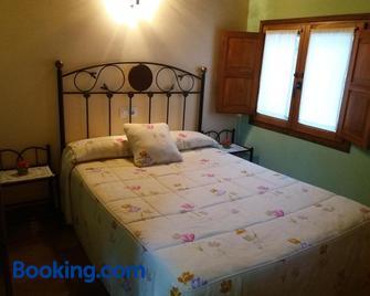 Apartamentos La Condesa - Potes - Slaapkamer