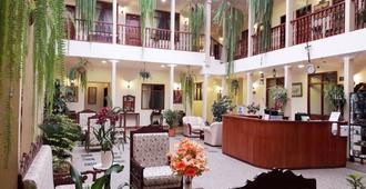 Hotel Casa Montero - Quito - Front desk
