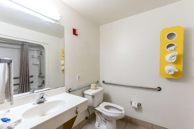 Motel 6 San Antonio South - San Antonio - Bathroom