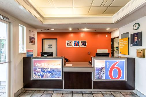 Motel 6 San Antonio South - San Antonio - Front desk
