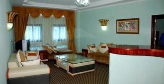 Imperial Resort Beach Hotel - Entebbe - Wohnzimmer