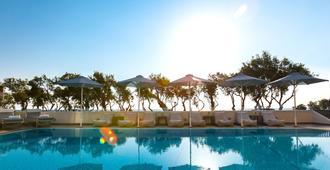 Memories Beach hotel - Monolithos
