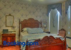 Redstone Inn And Suites - Дубьюк - Спальня