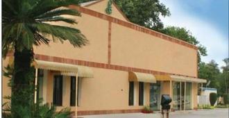 Flashman's Hotel - Rawalpindi