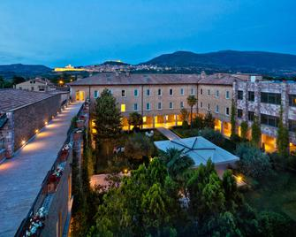 Hotel Cenacolo - Assisi - Outdoor view