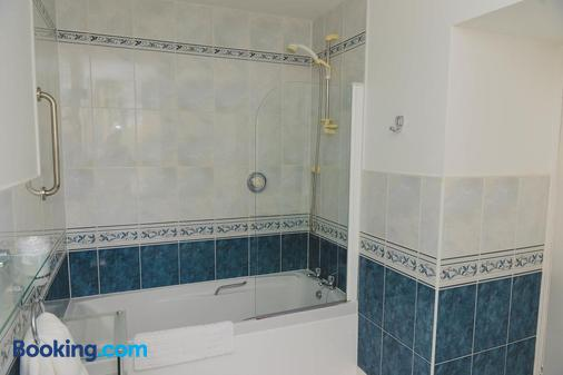 Sunninghill - Elgin - Bathroom