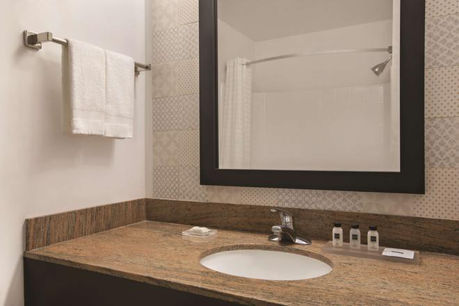 Country Inn & Suites by Radisson, Hagerstown, MD - Hagerstown - Bathroom