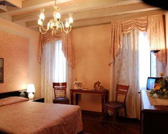 Aldo Moro - Montagnana - Bedroom