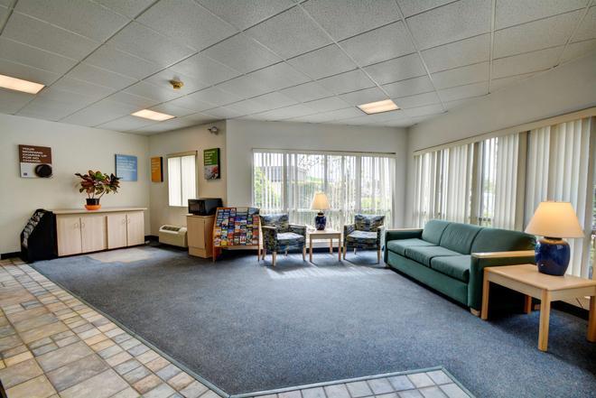 Motel 6 Warwick Ri - Providence Airport - I-95 - Warwick - Salon