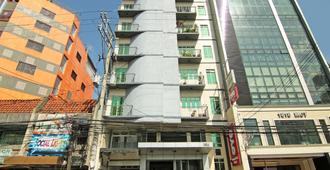 Oyo 107 Orange Nest Hotel - Manila - Building
