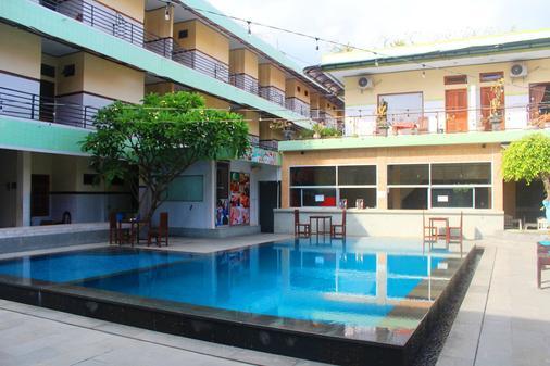 塞洋格馬哈墨莎酒店 - 庫塔 - 庫塔 - 游泳池