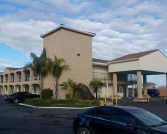 SureStay Hotel by Best Western Hollister - Hollister - Building