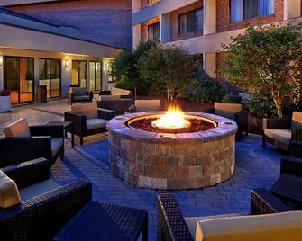 Courtyard by Marriott Hartford Cromwell - Cromwell - Патіо