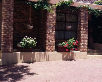 Khokha Moya Guest House - Ermelo - Outdoor view