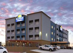 Days Inn & Suites by Wyndham Galveston West/Seawall - Galveston - Edificio