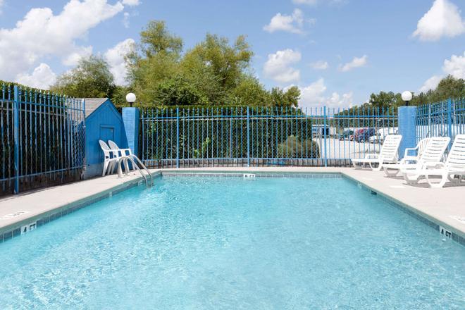 哥倫比亞戴斯酒店 - 東北傑克遜堡 - 哥倫比亞 - 哥倫比亞(南卡羅來納州) - 游泳池