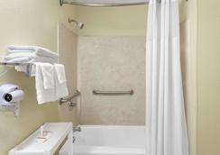 哥倫比亞戴斯酒店 - 東北傑克遜堡 - 哥倫比亞 - 哥倫比亞(南卡羅來納州) - 浴室