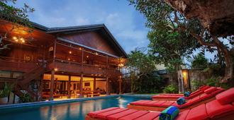 雷加里住宅飯店 - 科洛布坎 - 游泳池