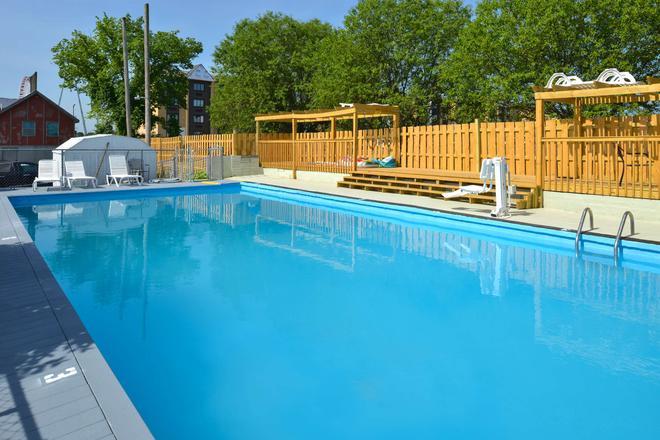 Americas Best Value Inn & Suites Branson - Near The Strip - Branson - Pool
