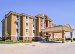 Holiday Inn Express & Suites York - York - Building