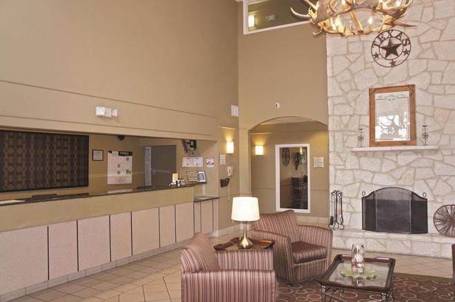 La Quinta Inn & Suites by Wyndham Kerrville - Kerrville - Rezeption