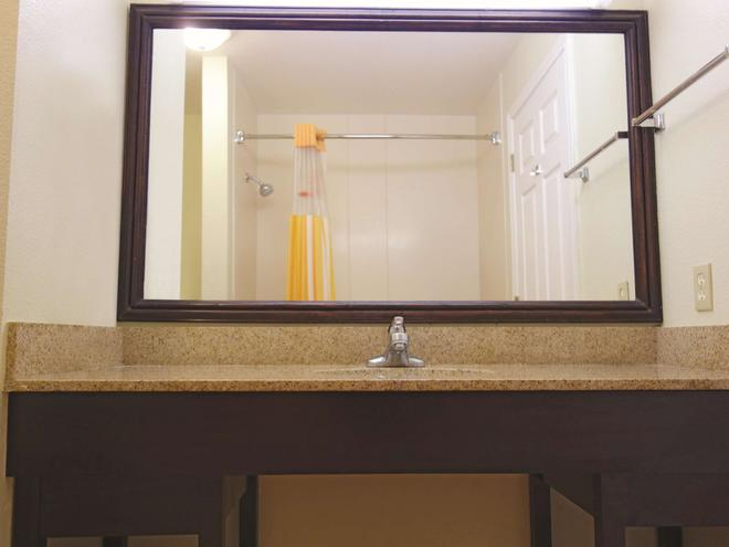 La Quinta Inn & Suites by Wyndham Kerrville - Kerrville - Bad