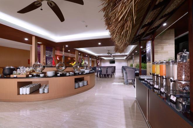 聖丹柏莎探索酒店 - 庫塔 - 自助餐