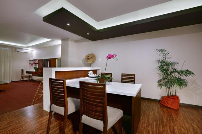 聖丹柏莎探索酒店 - 庫塔 - 餐廳