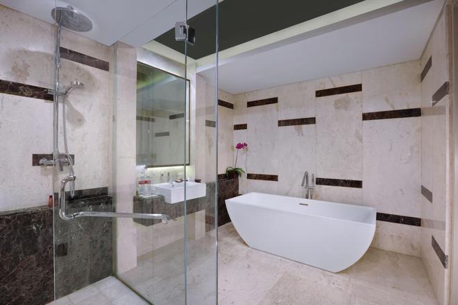 聖丹柏莎探索酒店 - 庫塔 - 浴室