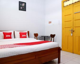 OYO 2052 Mutiara Residence - Паданг - Спальня
