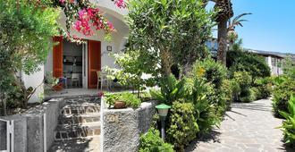 Hotel Residence Mendolita - ליפארי - נוף חיצוני