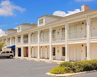 Baymont by Wyndham Georgetown/Near Georgetown Marina - Georgetown - Edificio