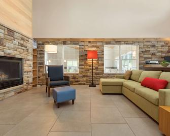 Country Inn & Suites by Radisson, Decorah, IA - Decorah - Вітальня
