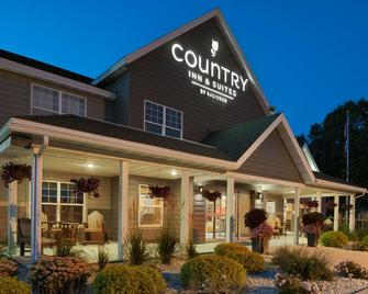 Country Inn & Suites by Radisson, Decorah, IA - Decorah - Building