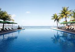 關島珊瑚礁酒店 - 關島 - 游泳池