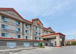 Super 8 by Wyndham Abbotsford BC - Abbotsford - Building