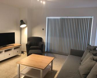 Stunning 1 Bedroom Apartment, Close To All Amenities - Gibraltar