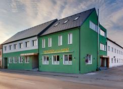 Hotel zur Post - Illmitz - Building